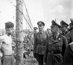 Himmler_ispeziona_un_lager